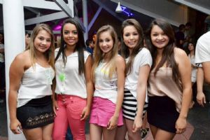 V8 Pizza Bar sexta, 20/12, GLOW PARTY