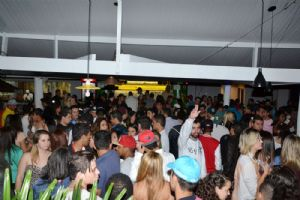 V8 Pizza Bar sexta, 30/05, a partir das 23 h, GLOW PARTY
