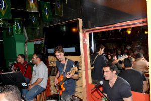CANCUN Mexican Bar s�bado, 21/06, banda Fly Hi detonou!!