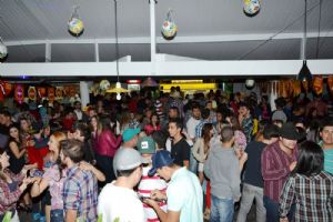 V8 Pizza Bar sexta 27/06 Festa Junina com 2 super show e DJs