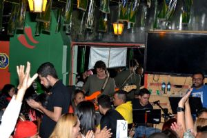 CANCUN Mexican Bar s�bado 04/07, banda Fly Hi