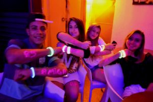V8 Pizza Bar sexta, 12 de setembro GLOW PARTY!